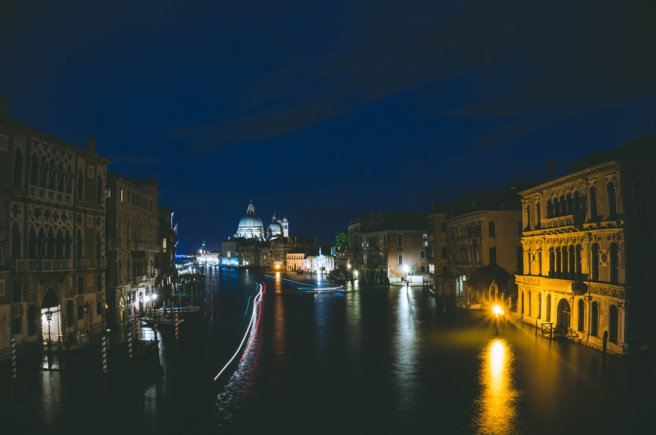 Amazing nighttime pics at the Ponte dell'accademia